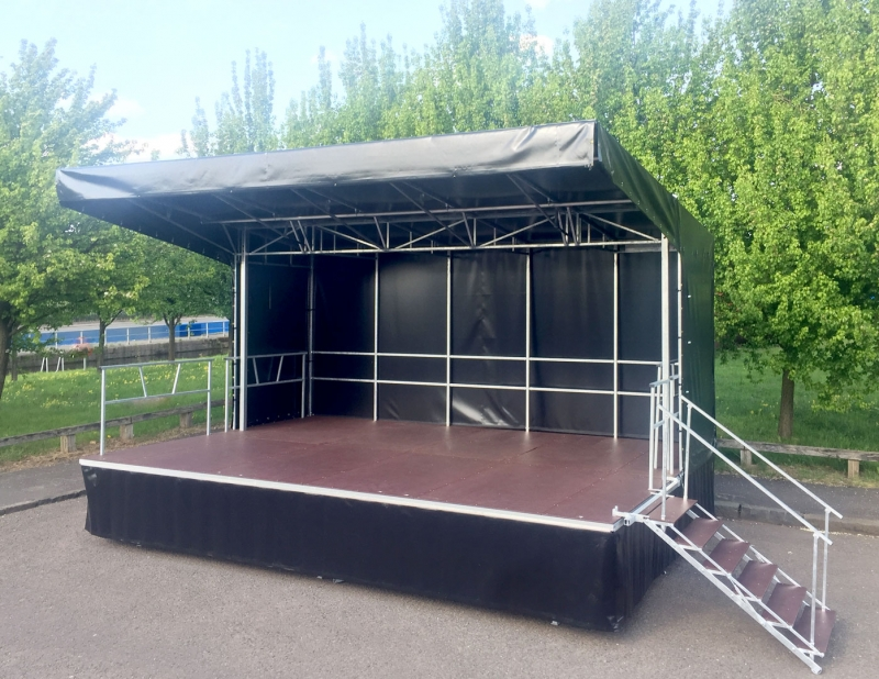 Fully covered 6x4m trailer